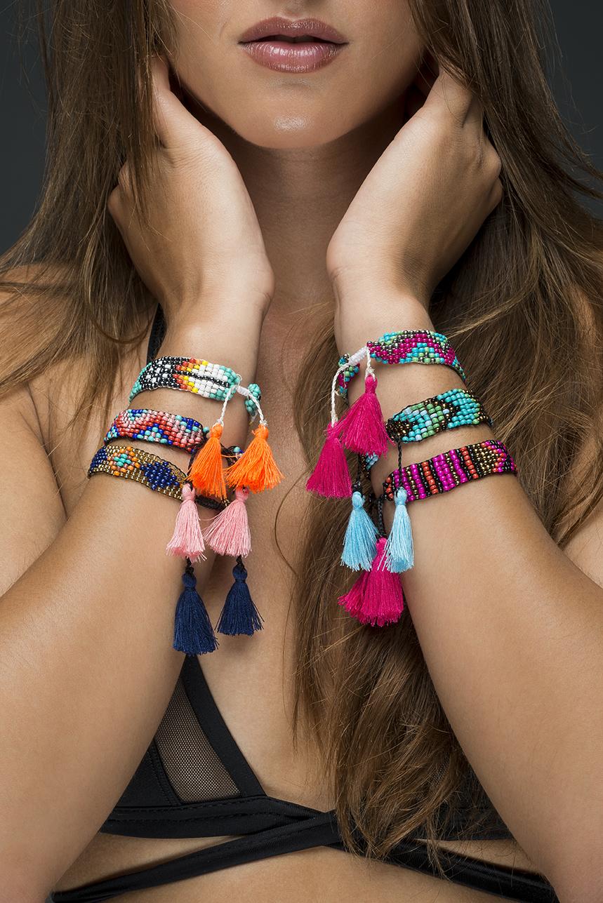Bracelets perles de rocaille et pompons