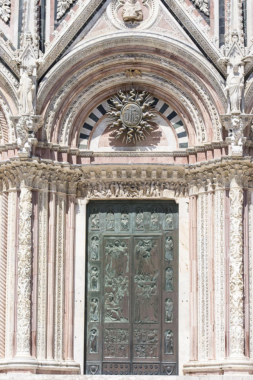 Cathédrale de Sienne une des portes d'entrée