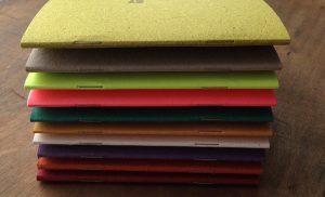 Couleurs de papiers non exhaustives - différentes qualités et grains et épaisseurs ..