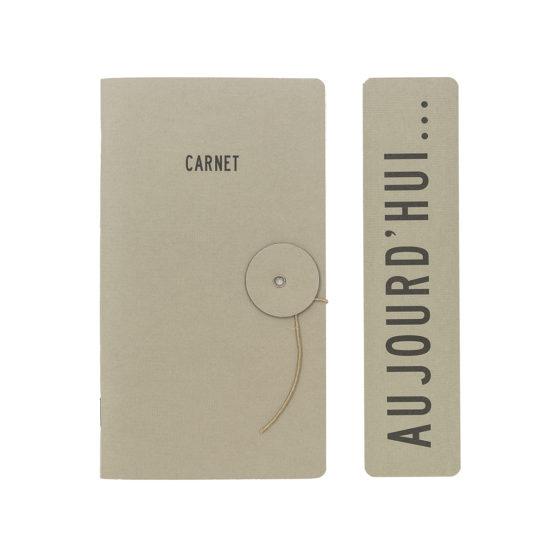 Un modèle de carnet dans un format moyen et une couverture d'une couleur chic et sobre