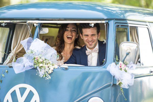 Voiture des mariés le combi Volkswagen