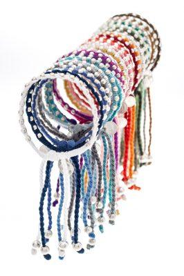 Bracelets en coton et perles argent fabrique en Inde copie