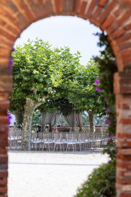 La cérémonie de mariage se prépare dans les jardins du Château de Brégançon prévue en fin de journée