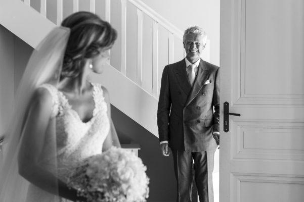 Lorsque le papa découvre sa fille en robe de mariée