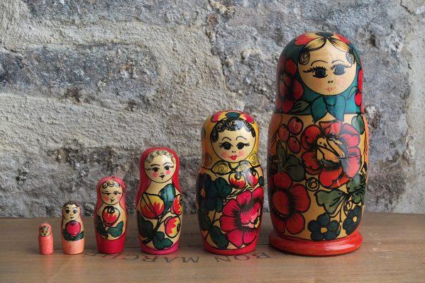 Les poupées russes, vous connaissez ? Elles sont toutes peintes de couleurs vives et gaies !!!