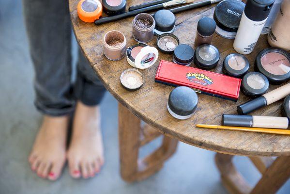 Dernières retouches maquillage au Mas de So Laudun